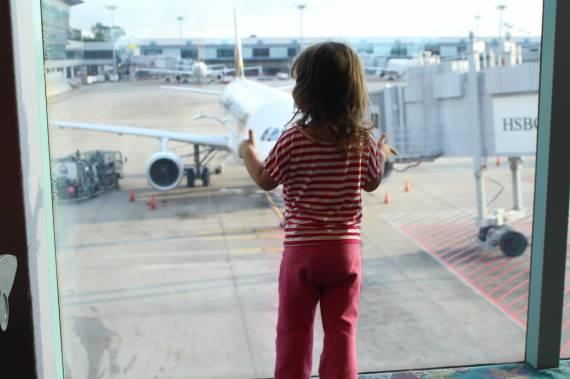 Waiting-for-her-flight t20 l6zv7b (1)